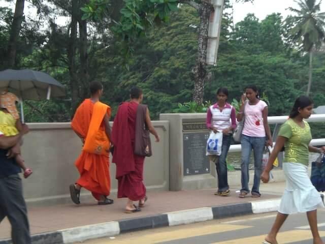 Le Bouddhisme au Sri Lanka et ses moines!