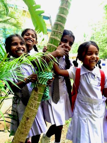 sourires-ecolieres-pharma-lanka