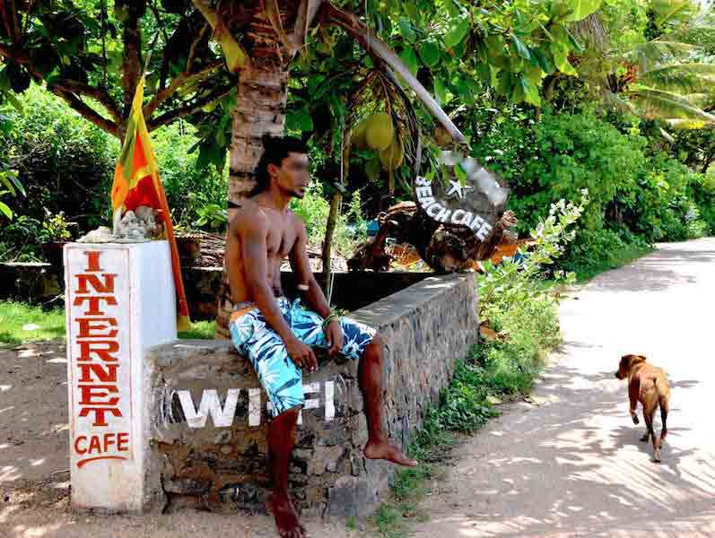 beach-boy-au-sri-lanka