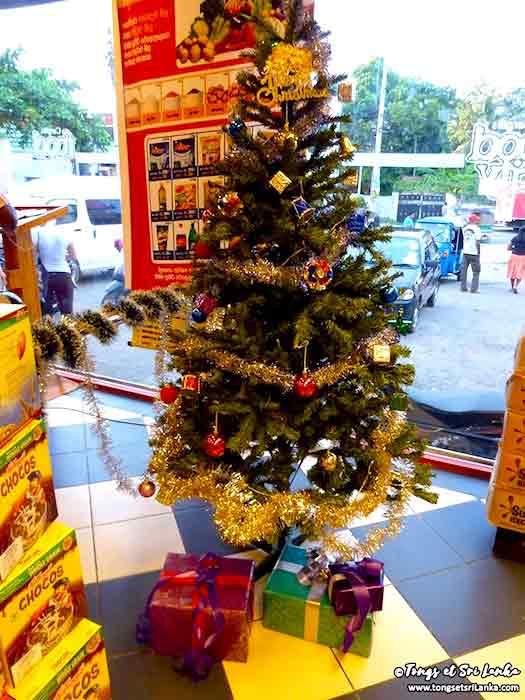 Sapin de Noël au Sri Lanka par Tongs et Sri Lanka dans les supermarchés