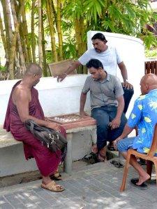 Tongs et Sri Lanka- Stage au Sri-Lanka - Moines et Carom