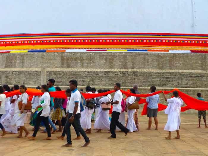 Tongs et Sri Lanka- Stage au Sri-Lanka - procession bouddhiste