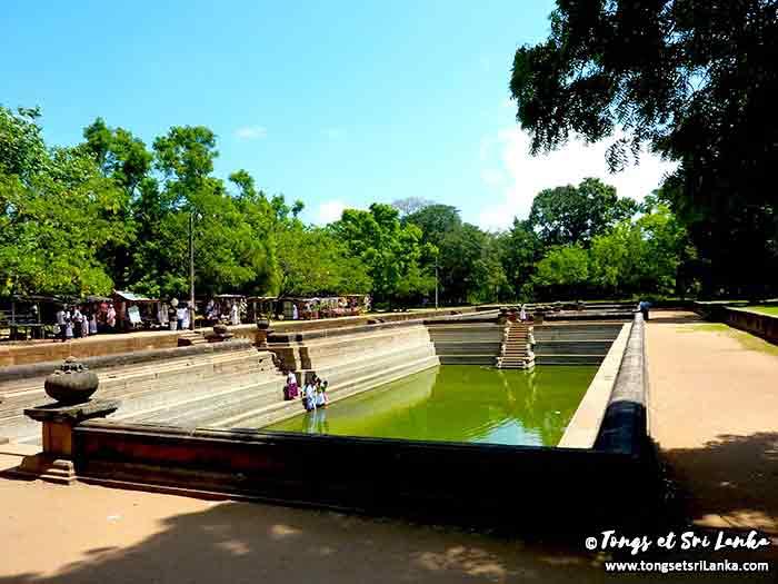Bassin sacré bouddhiste à Anuradhapura