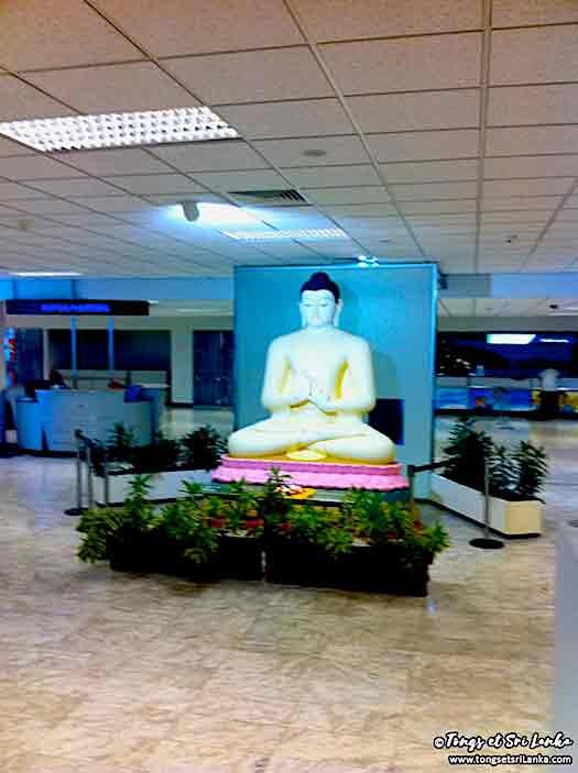 Bouddha de l'aéroport au Sri Lanka avant de prendre l'avion