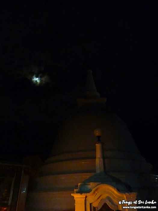 pleine lune à la poya par Tongs et Sri Lanka