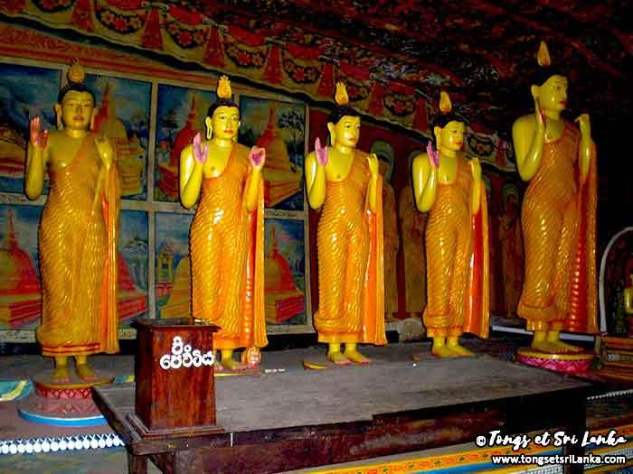 Statues de Bouddha à Dambulla au Sri Lanka par Tongs et Sri Lanka