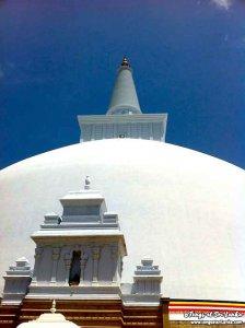 stupa géant à Anuradhapura par Tongs et Sri Lanka