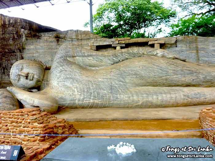 Bouddha allongé de Polonnaruwa par Tongs et Sri Lanka