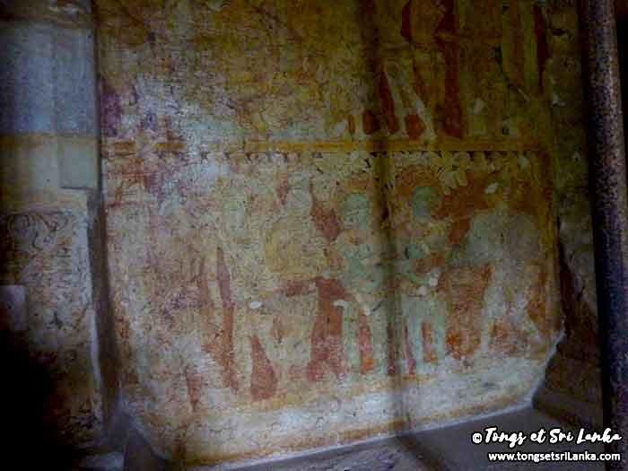 intérieur du temple de Thivanka au Sri Lanka à Polonnaruwa