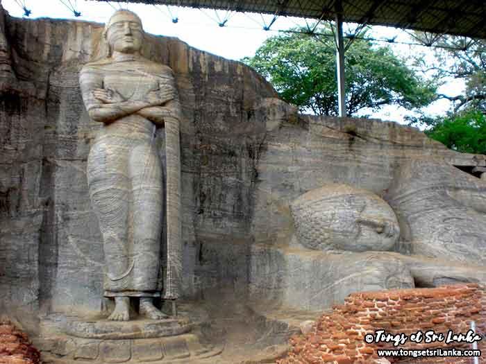 les Bouddha géants de Polonnaruwa par Tongs et Sri Lanka