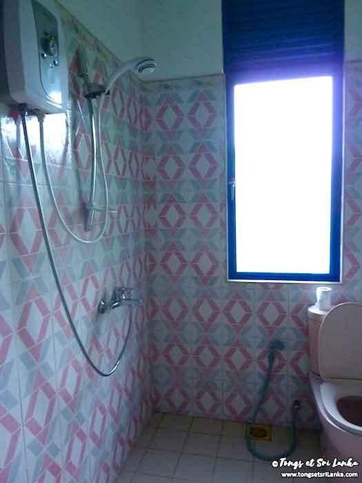 salle de bain au sri lanka par Tongs et Sri Lanka