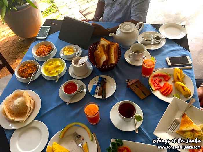 anuradhapura-au-petit-dejeuner