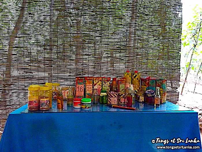 produits à vendre dans un jardin d'épices au Sri Lanka