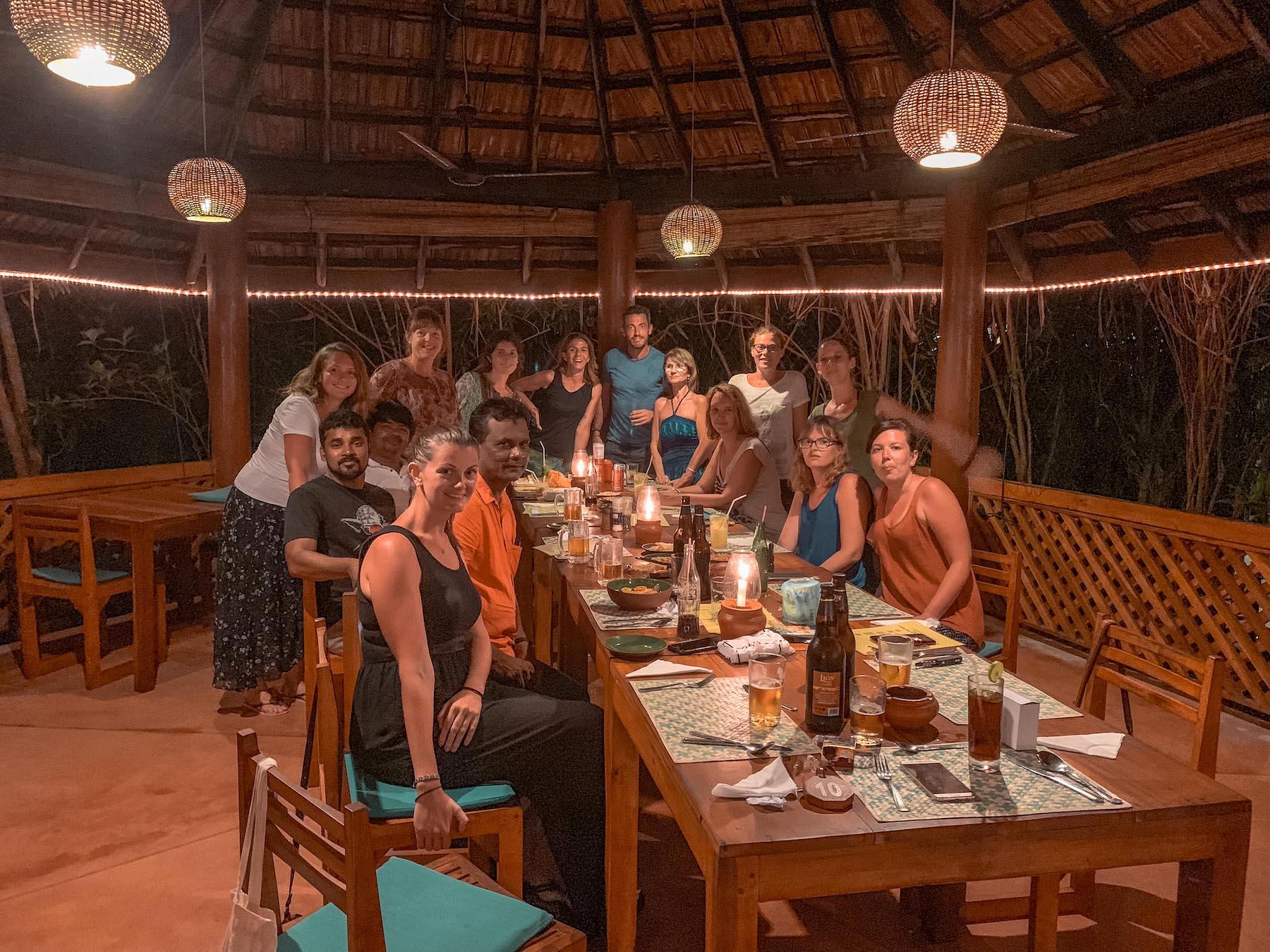 tout le groupe voyager au sri lanka avec les abonnés