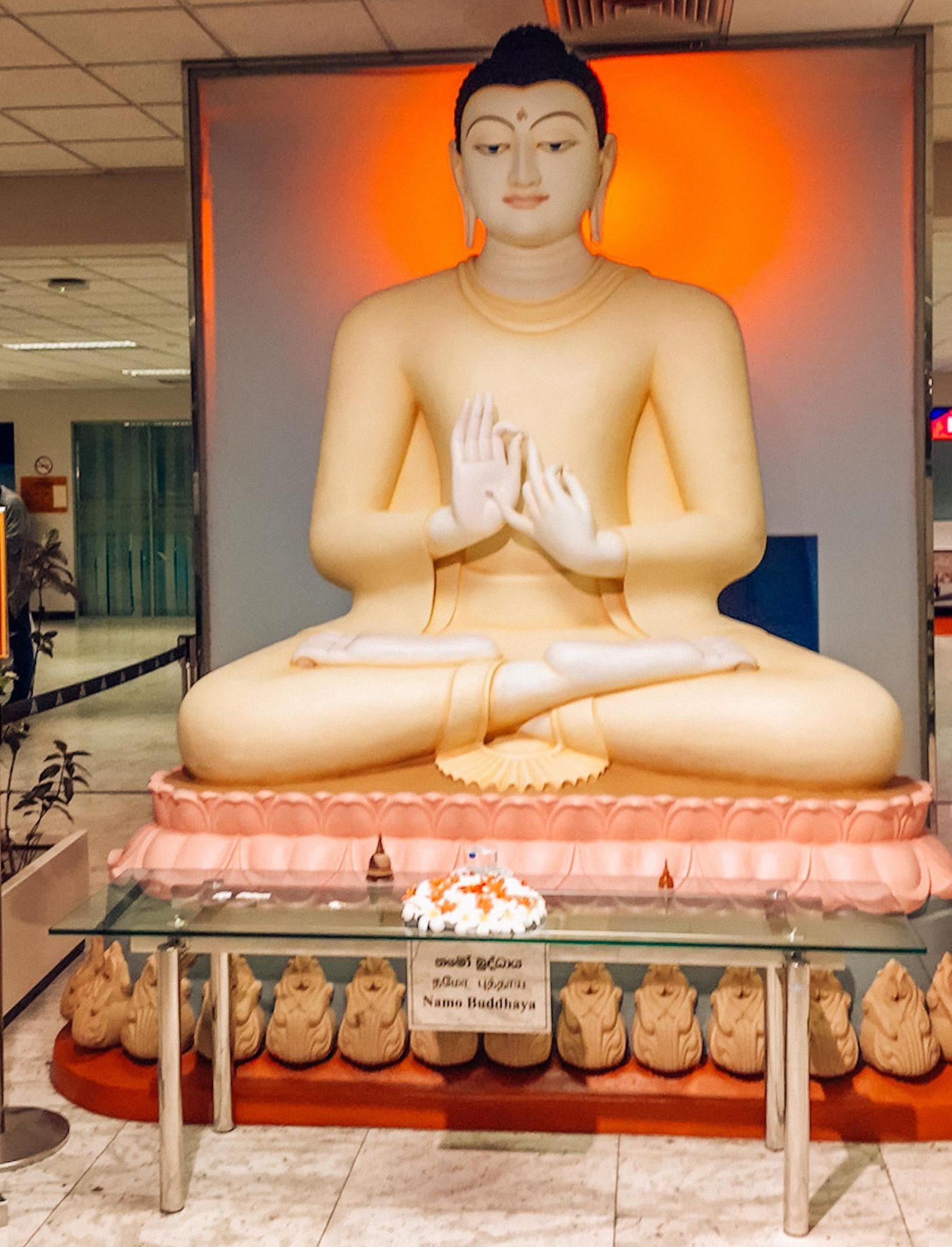 bouddha a l'aéroport de colombo