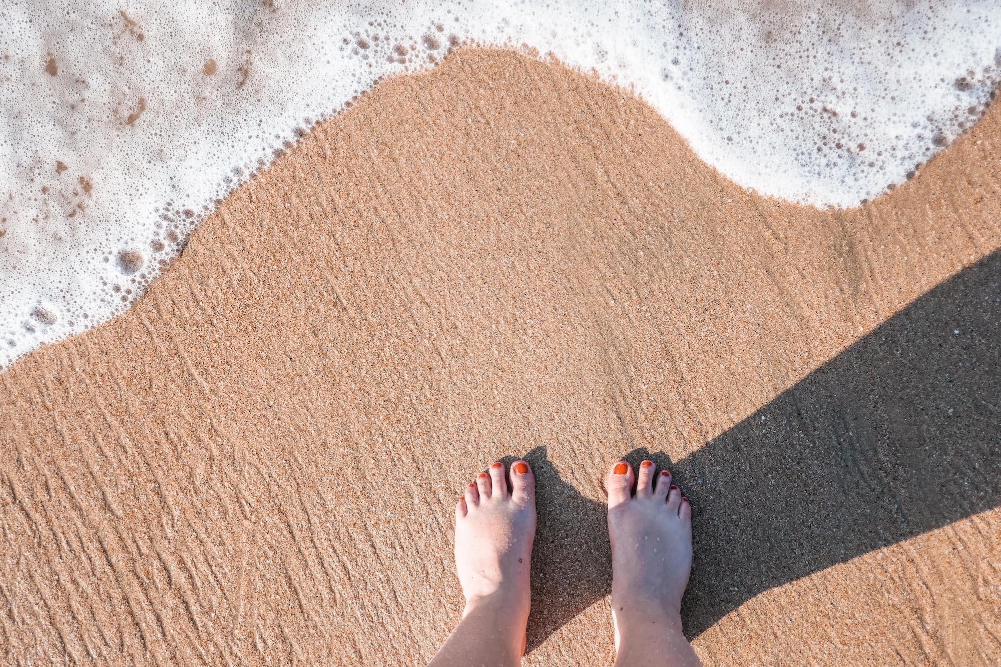 pieds dans le sable sri lanka