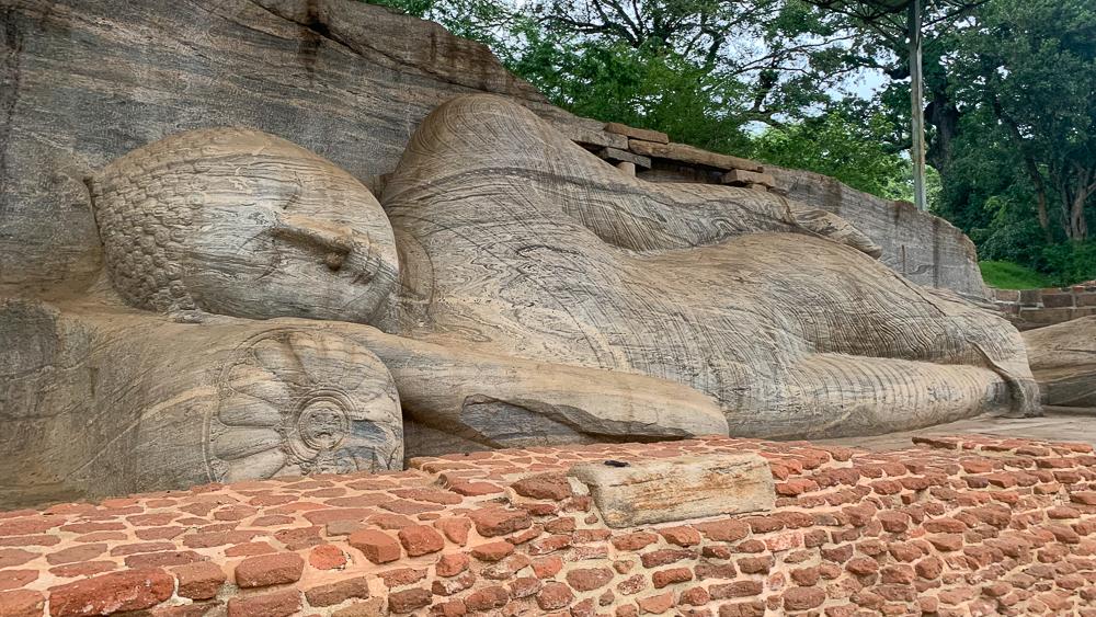 bouddha coucher polonnaruwa