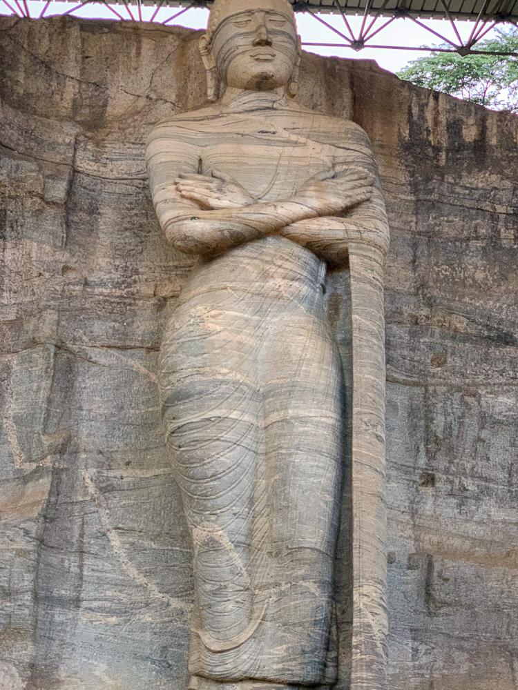 voyage virtuel : bouddha debout