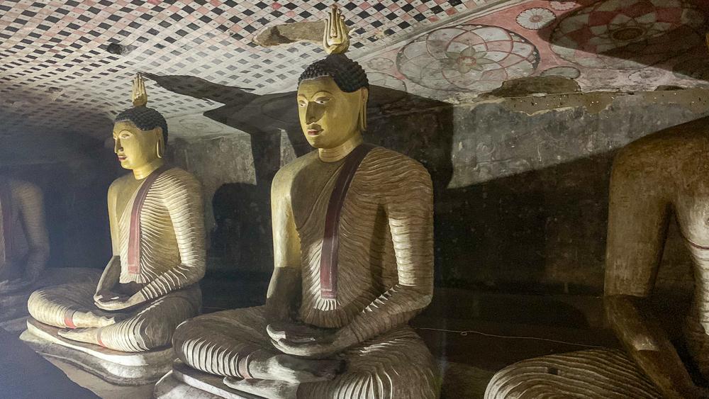 statues dambulla